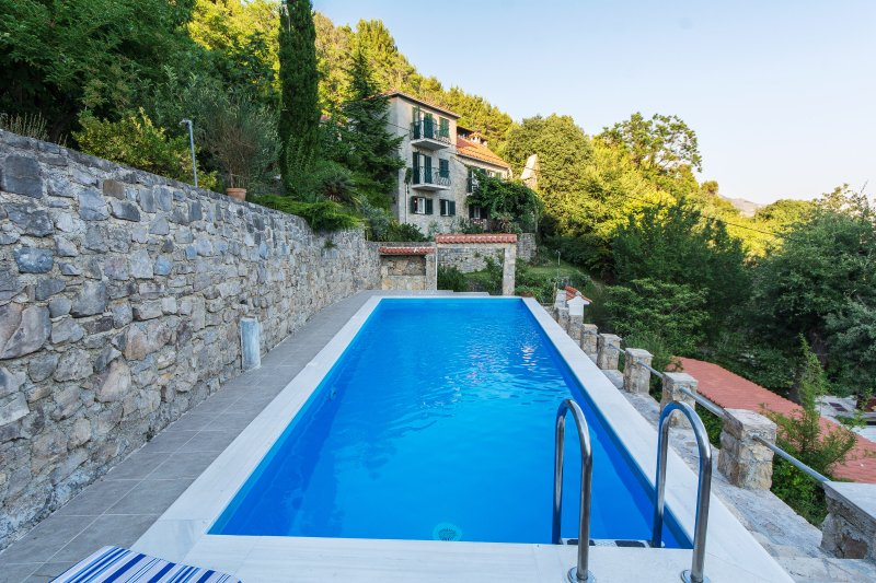 Villa Blanka near Split, vacation rental in Kotlenice