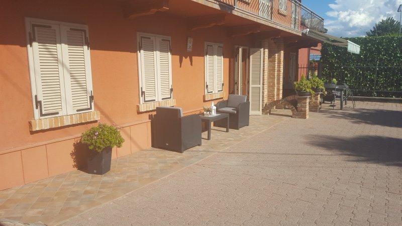 Sul Bricco nel Roero a due passi da Alba, vacation rental in Montaldo Roero