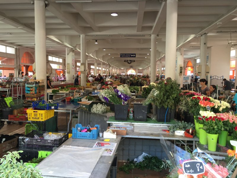 the most beautiful market of Cannes ... 2 min. walk