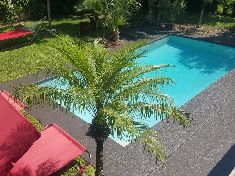 PLANTATION OASIS ..5 BEDROOMS 3 BATH..POOL HOME/HOT TUB.., aluguéis de temporada em Lauderhill