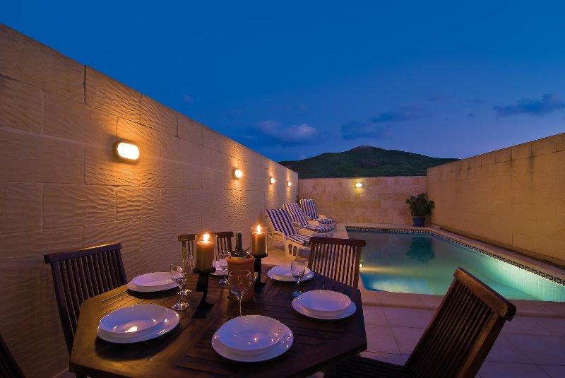 Newly Built 5 Bedroom, South Facing Villa, vakantiewoning in Gharb