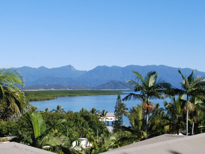 The Point No.11 - 2 Bedrooms In Town with Outstanding Views, vacation rental in Port Douglas
