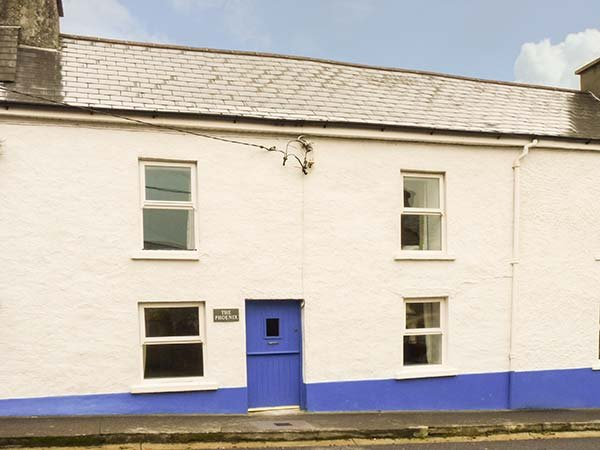 THE PHOENIX, pet-friendly, WiFi, en-suite facilities, open fire, near the, vacation rental in Glandore