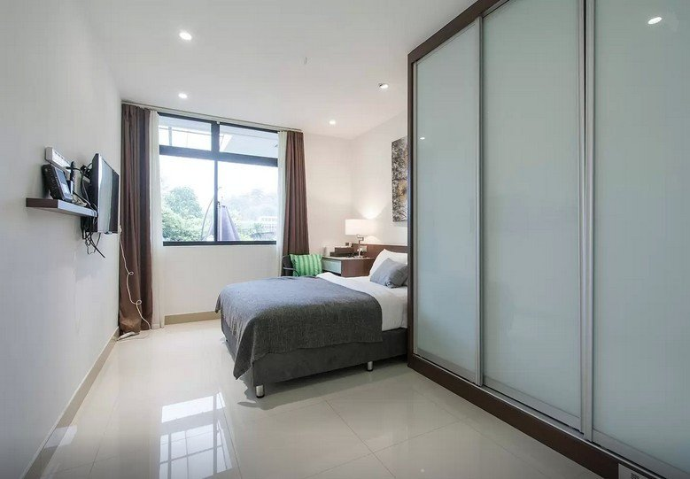 Master Room & private bathroom 3 in Terrace house, vacation rental in Jurong