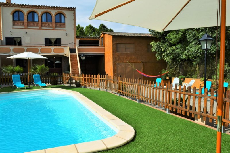 Costabravapartment Ca L'esclop with private pool, aluguéis de temporada em Vilademuls