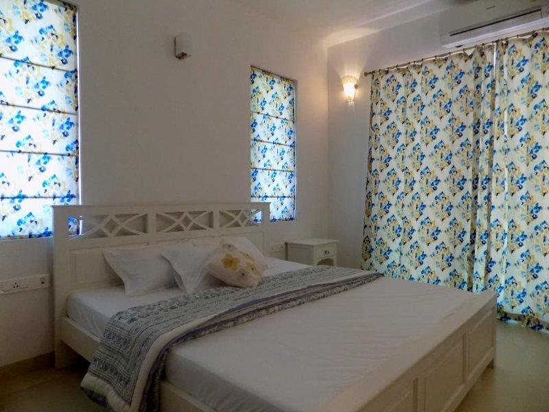 'DAISY' N°1 in Candolim - White Interiors, vakantiewoning in Candolim