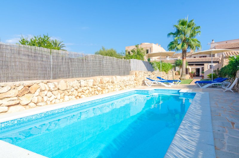 CAS PADRINS - Villa for 6 people in Santanyi, holiday rental in Santanyi
