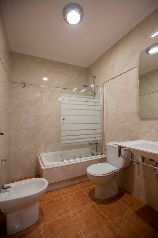 Badezimmer eines der Apartments.
