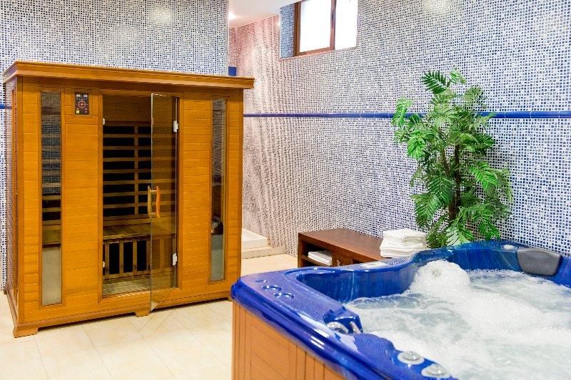 beheizten Innen Jacuzzi und Sauna.