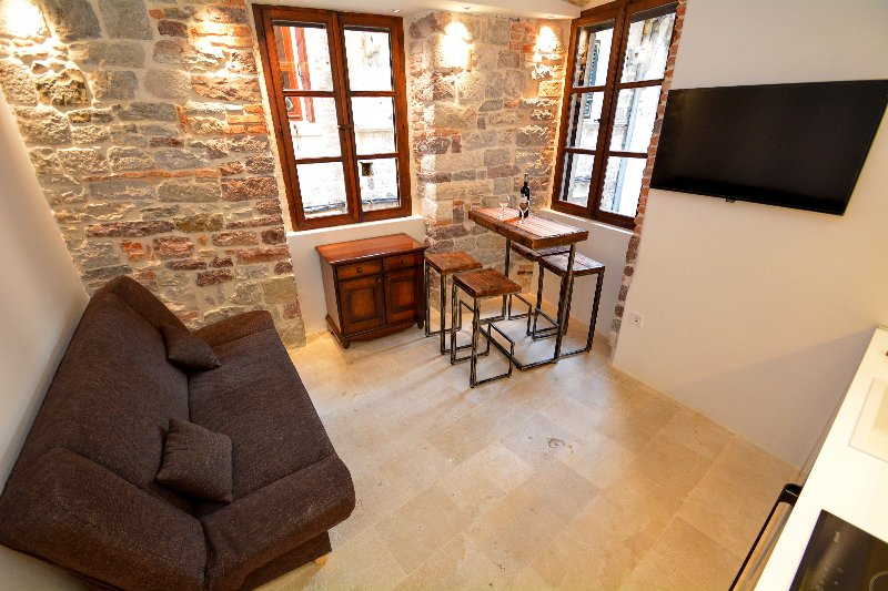 Cute and Nice Old Town Apartment, holiday rental in Kotor