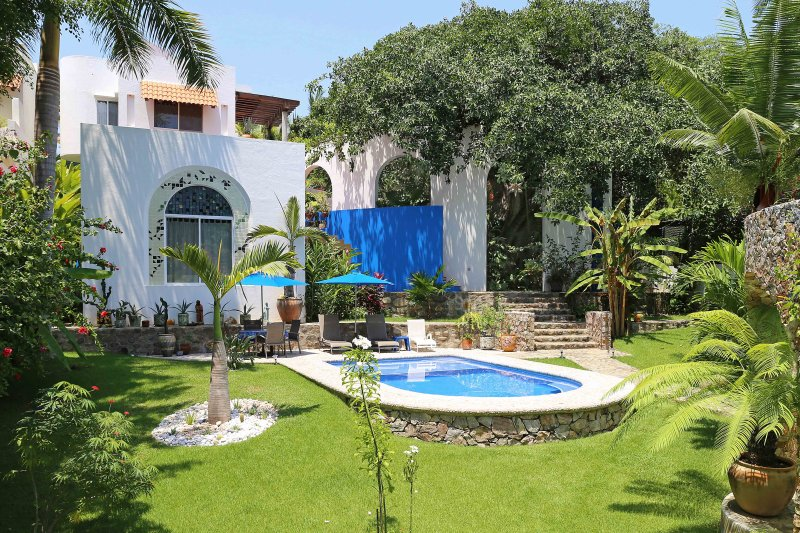 Casita Salate, Romantic Garden Getaway, holiday rental in Sayulita