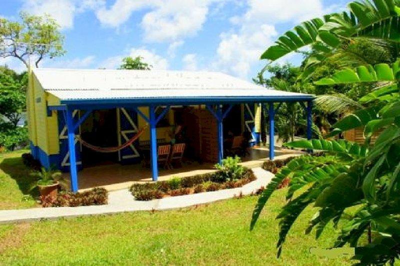 1- Résidence les palmiers Bungalow 1, vacation rental in La Trinite