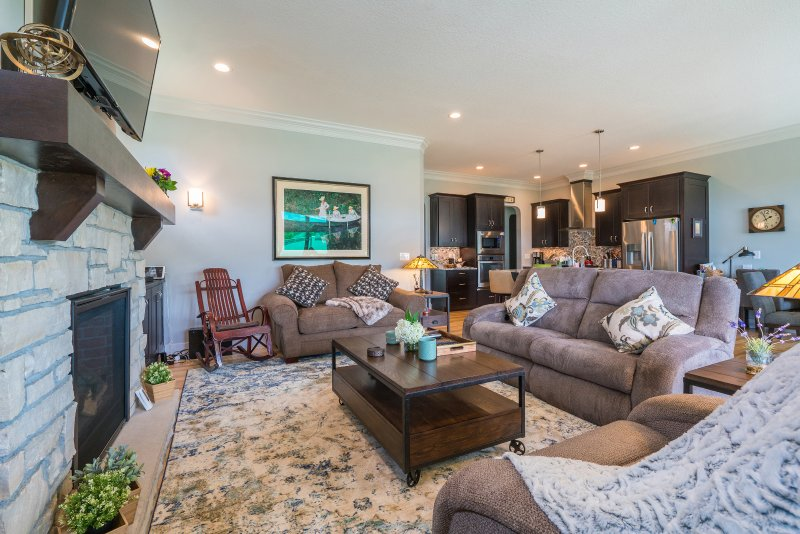 Gorgeous Interior décor and appointments. Incredibly comfortable and cozy. 2 full recliners