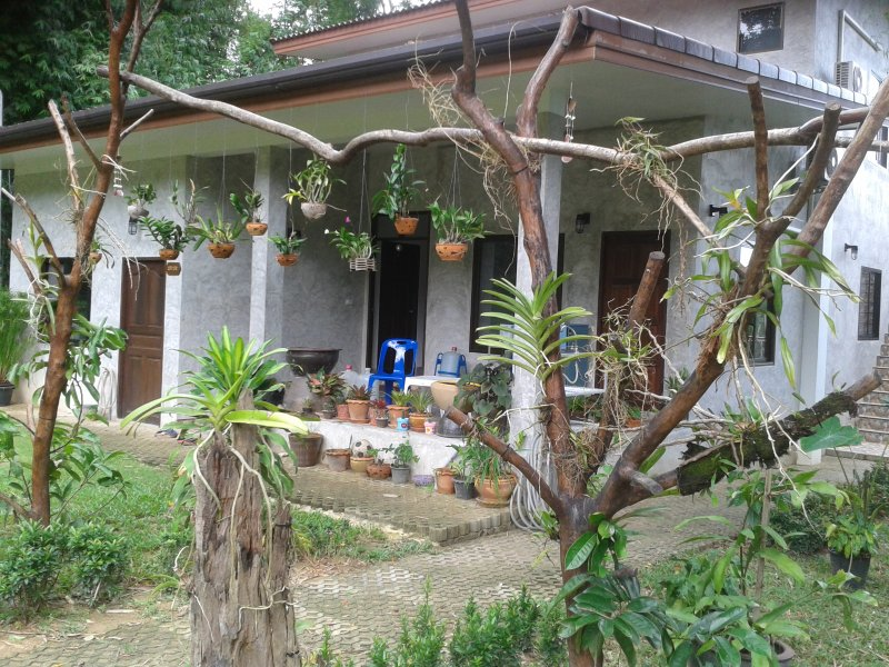 Nananuira Apartment and Room, room with terrace, vakantiewoning in Khao Lak