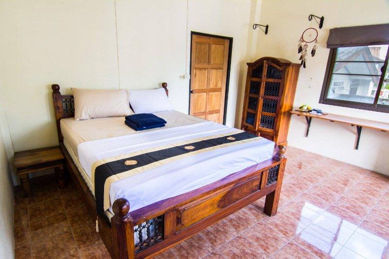 Baan Tai Beachfront Double Room, vacation rental in Baan Tai