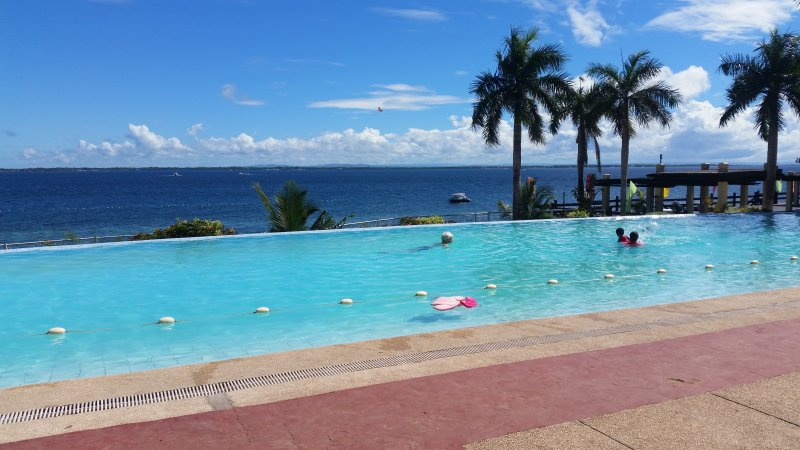 new Lux. 2BR condo-seaview -Beachaccess + 5 pools, holiday rental in Lapu Lapu