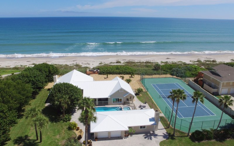 Aerial view of the Property, Pool & Spa, Tennis court, Beach and Ocean