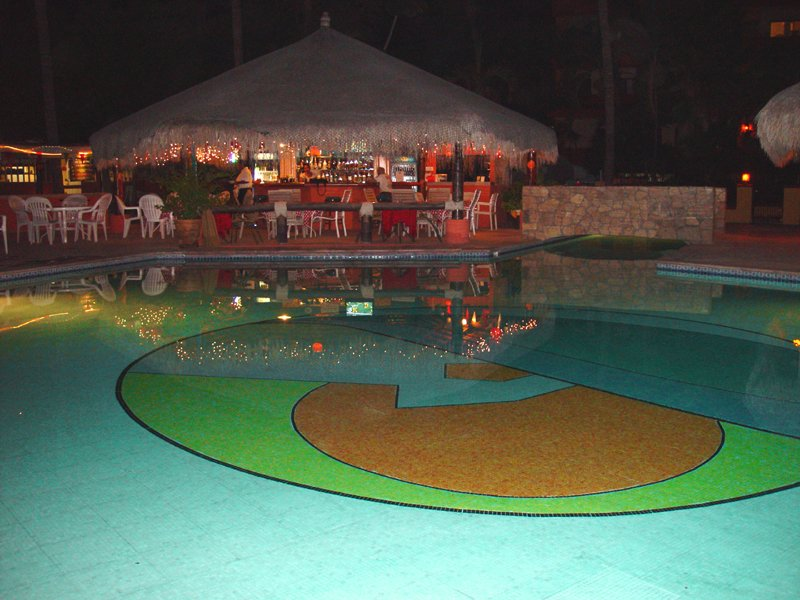Pool- and Restaurant View at Night
