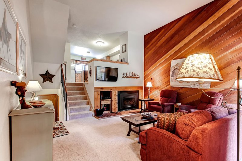 Spacious Townhome-2 Blocks from Lift-Walk to Main Street-Pool Access, vacation rental in Breckenridge