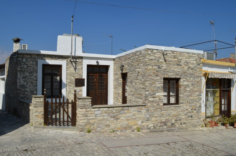 Kato Lefkara Traditional House, holiday rental in Kornos