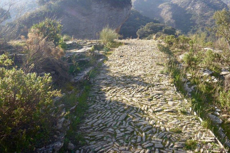 La randonnée est populaire et vous pouvez commencer votre promenade sur une route romaine juste à côté de notre villa de luxe.