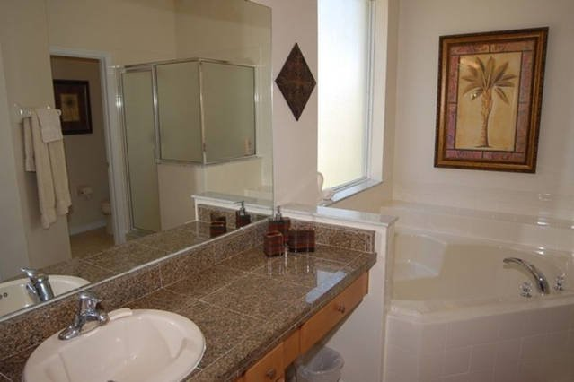 Master bathroom with Jacuzzi at the1st floor