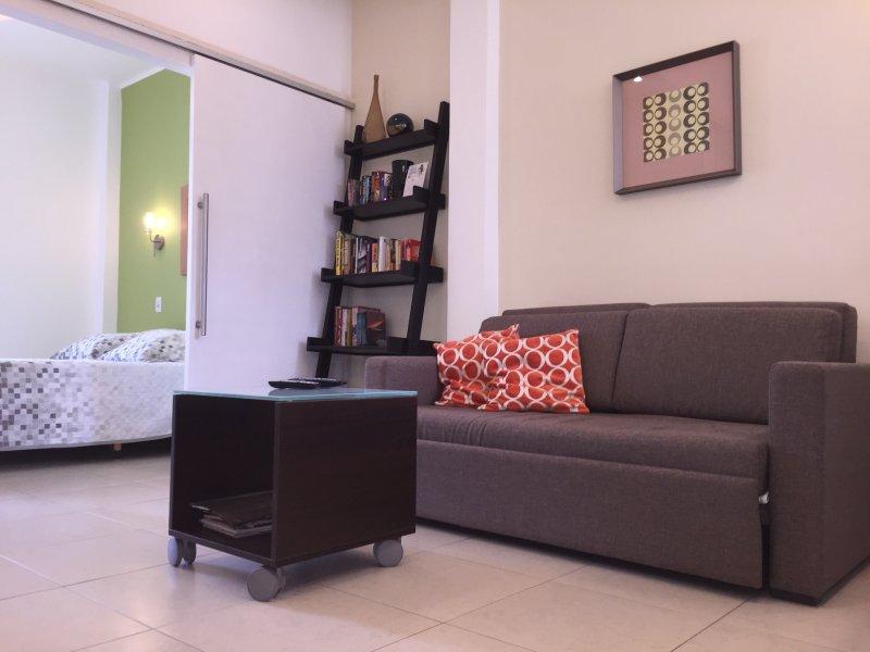 Cómodo sofá-cama doble con colchón de alta calidad y una cama de matrimonio.