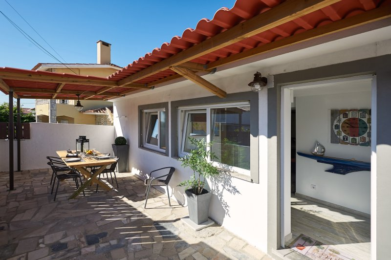 Housy 2 between Beach & Sintra Mountain, holiday rental in Cascais