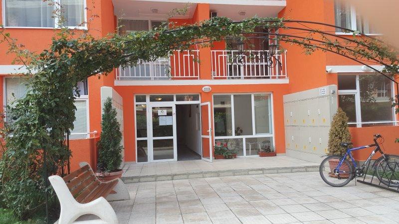 Nieuwbouw appartement  te huur, vacation rental in Vladaya