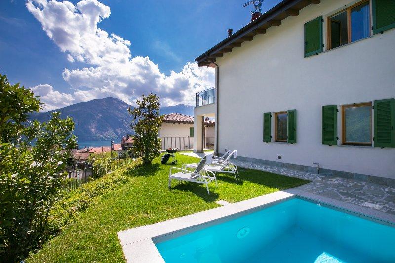 Villa con piscina privada.