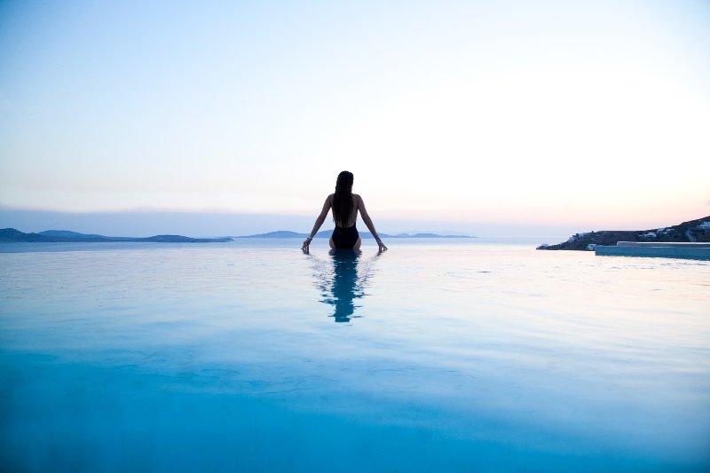Villa Daloli featuring 6 Elegant Sea-View Bedrooms, location de vacances à Agios Ioannis