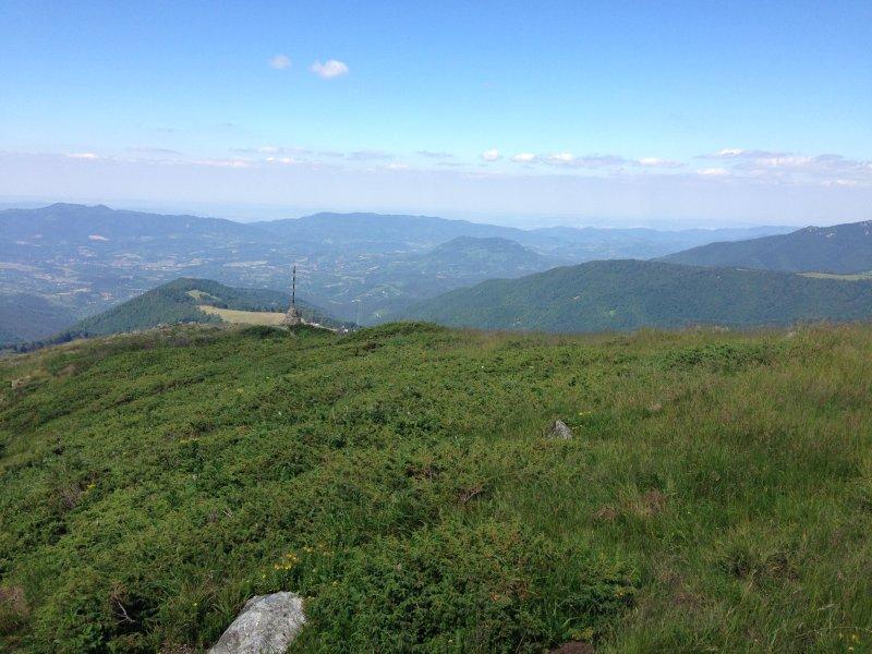 La vue depuis Botev pic ci-dessus Apriltsi.