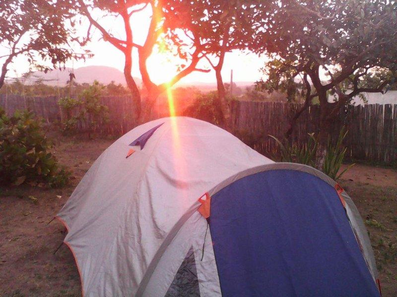 Alugamos barraca com colchao travesseiro e roupa de cama.Aluguel de barraca conforme disponibilidade