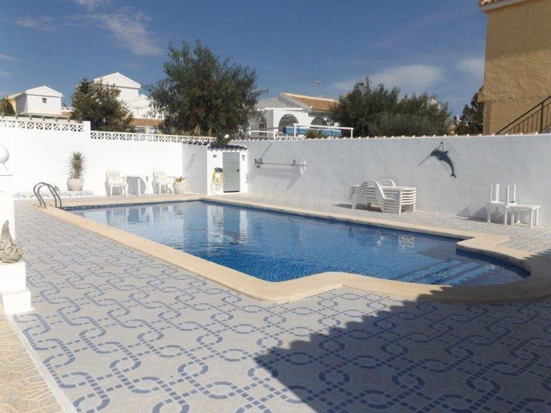Executive style luxury villa, 3 bedroom/2 bathroom, sleeps 7. C1550., vacation rental in Lorca