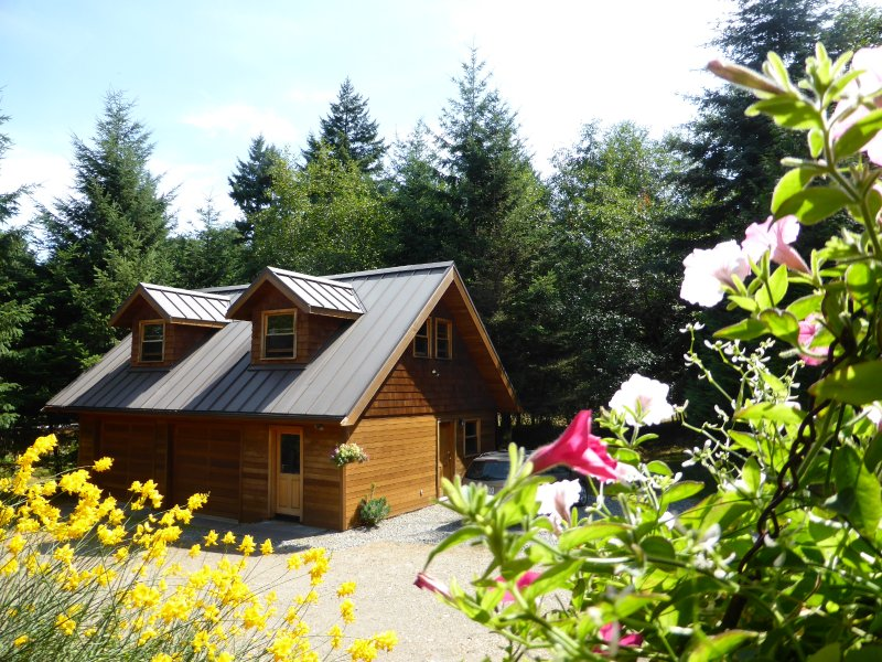 Mt. Geoffrey Nature Park Suite, Hornby Island, BC, vacation rental in Vananda