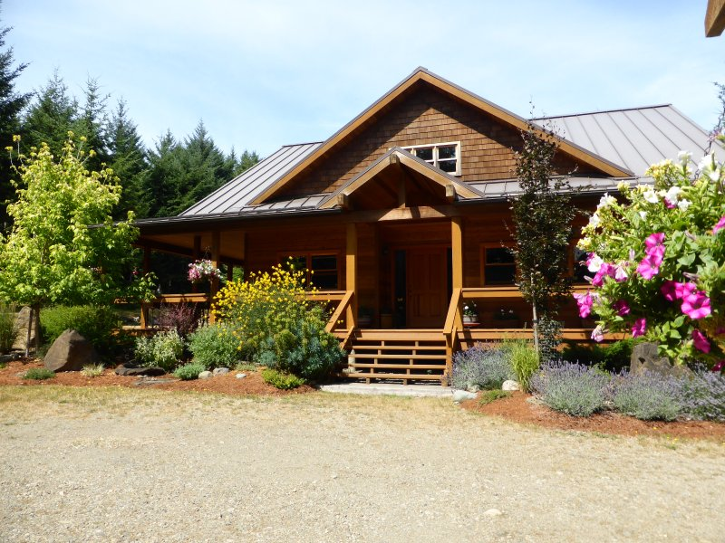 Hornby Island Mt. Geoffrey Bed and Breakfast, vacation rental in Vananda