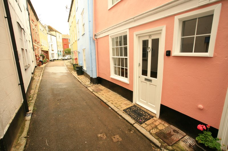 Briny Cottage, holiday rental in Dartmouth
