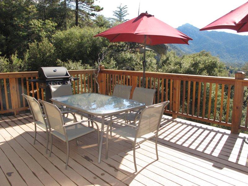 Outdoor-Deck Esszimmer mit Aussicht, Grill, Sitzgelegenheiten für 6