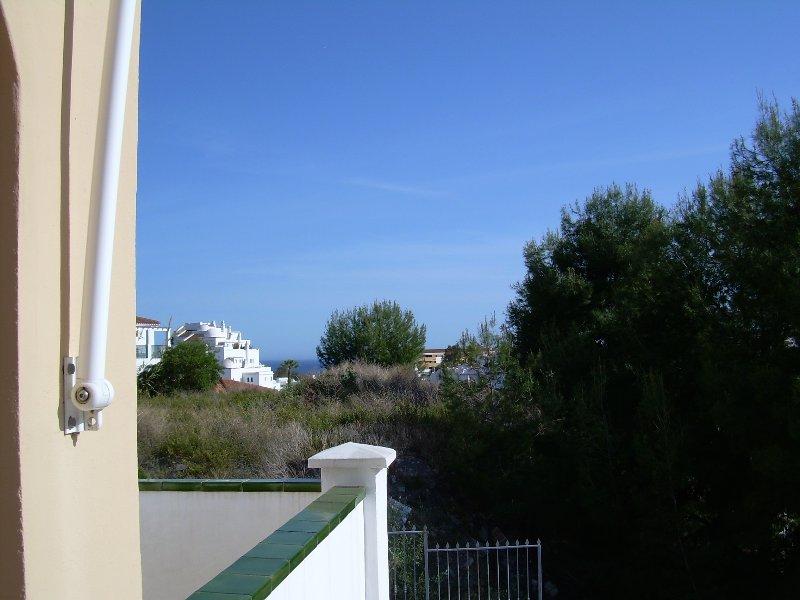 Vista al mar desde lateral izquierdo terraza interior.