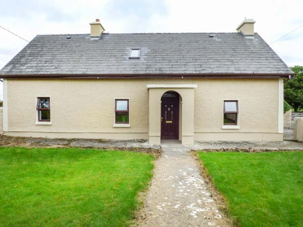 CAMONA COTTAGE, detached, woodburning stove, pet-friendly, Curraghboy, Ref, holiday rental in Athlone