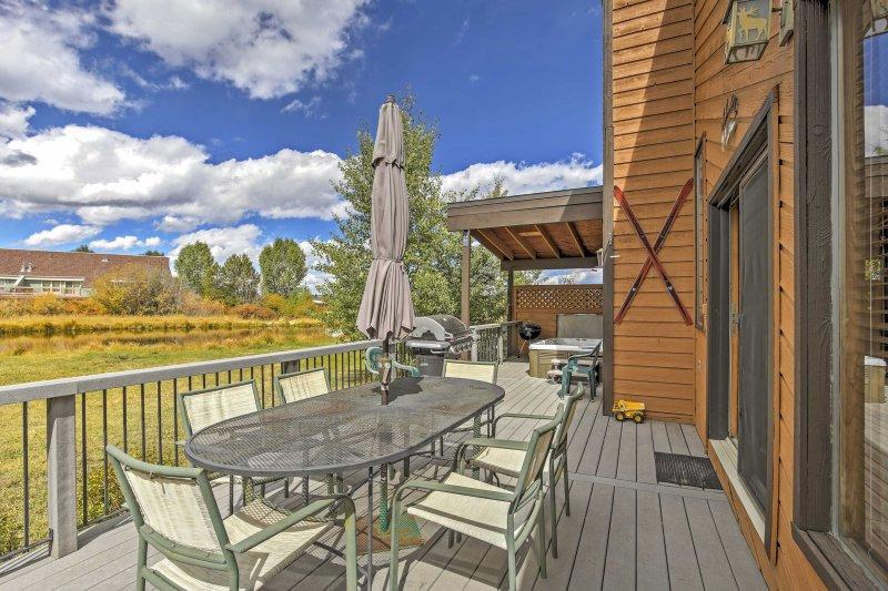 Te encantará pasar tiempo en la terraza amueblada!