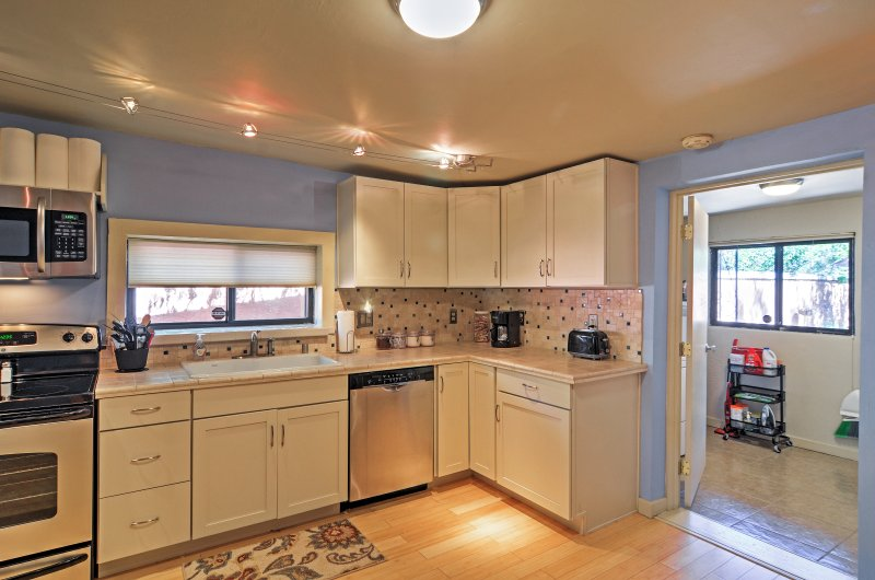 You can prepare tasty meals in the fully equipped kitchen.