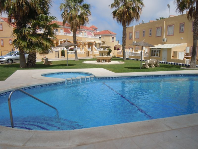 2 Bed House / A/C / Wi-Fi / 2 Pools - Cabo Roig 26, holiday rental in Cabo Roig