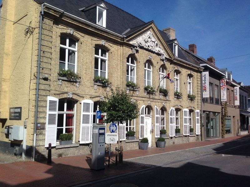 Located in the center of Poperinge next to Talbot House