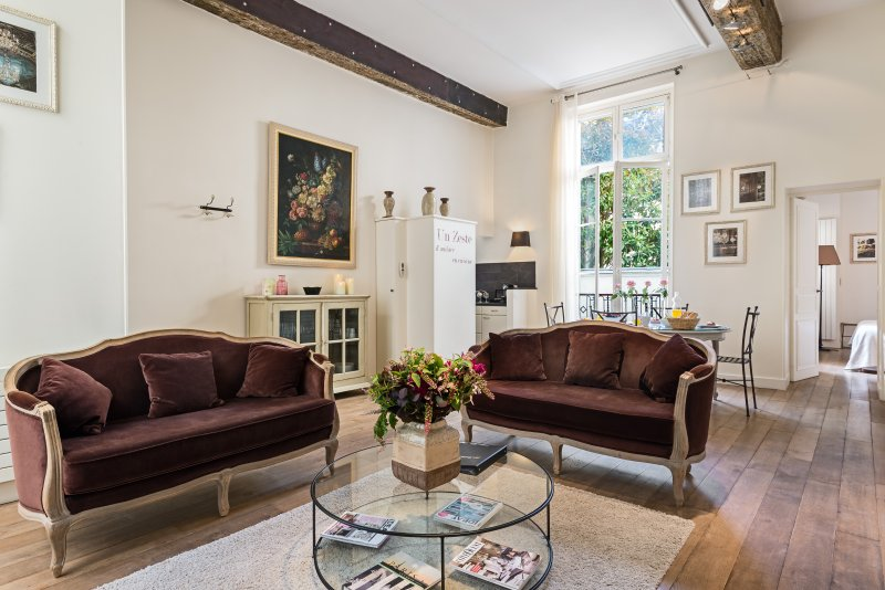 Ile Saint-Louis Gorgeous Two Bedroom, holiday rental in Saint-Denis