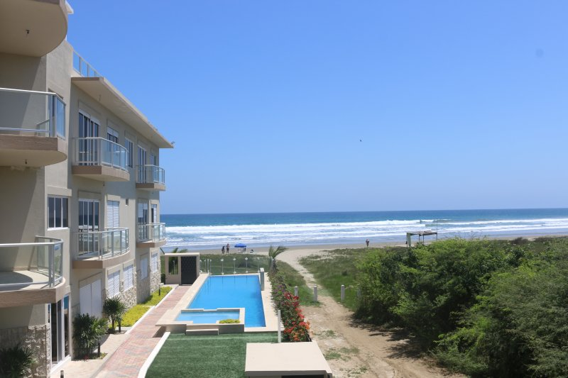 Modern Beachfront Condo in Olón**Avail. in June. Monthly rental only**, casa vacanza a Las Nunez