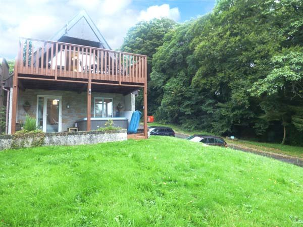 BROOKSIDE, private hot tub, on-site swimming pool, pet-friendly, in Gunnislake, holiday rental in St Dominick