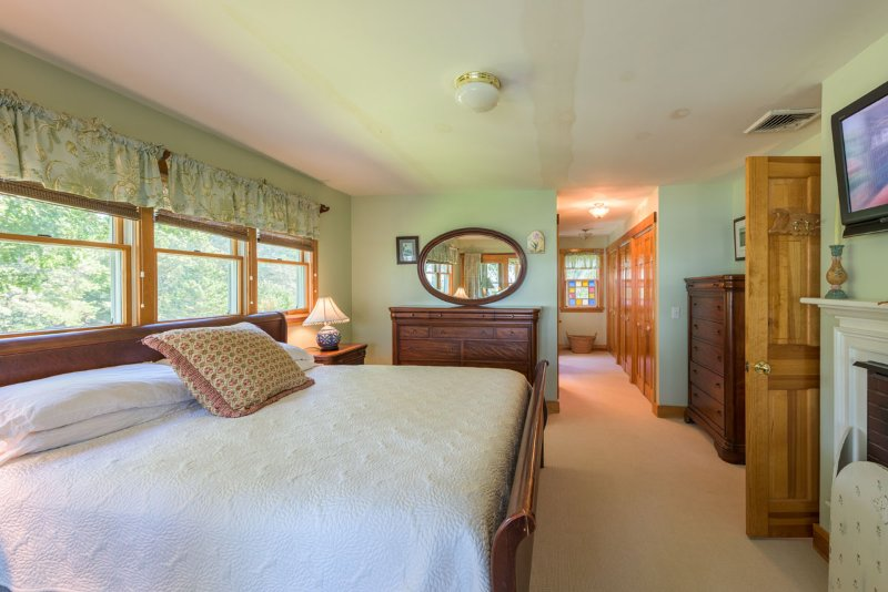 Master Bedrooom en suite opens onto sunporch with lovely waterviews