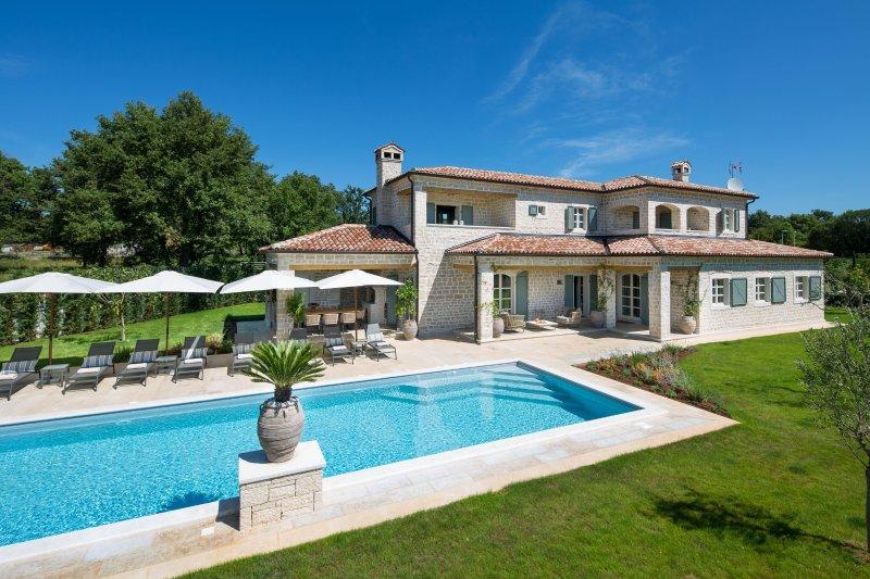 Villa Nevia - luxury villa with sport and eco resort, vacation rental in Brajkovici
