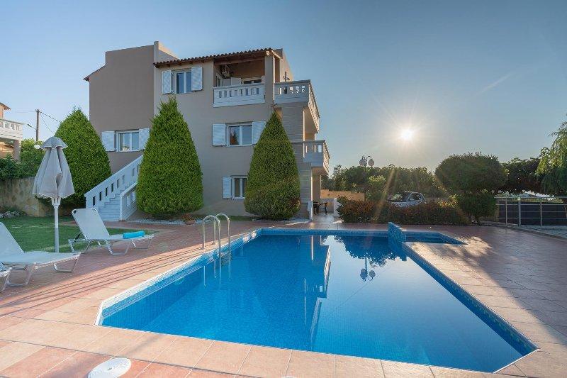 Majestic II Seaview Villa, Agia Marina Chania, location de vacances à Agia Marina